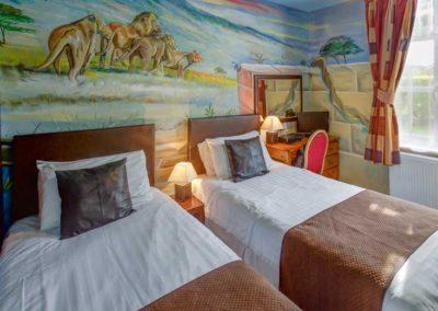 Bedroom suite twin beds